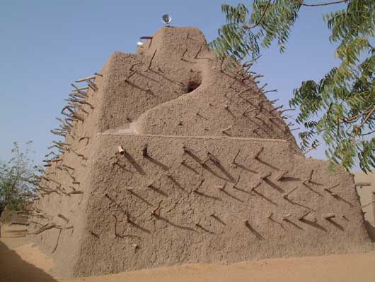 The Songhai Empire rises to power in the western Sahel